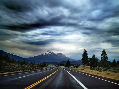 a road in the road working and traveling around the working on the road 4 tips for freelance writing while