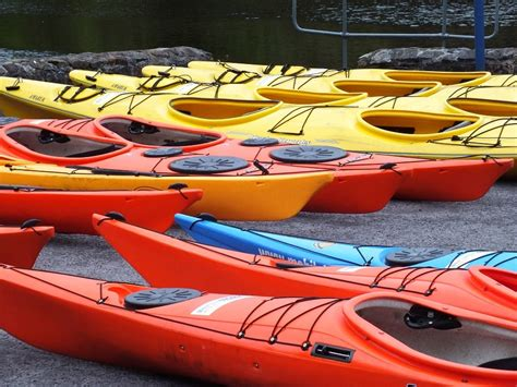 paddle boat vs kayak kayak vs canoe what is the difference