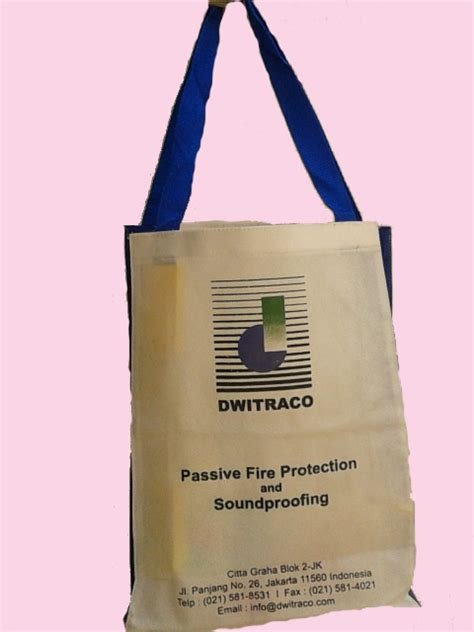 Kain Spunbond Hitam tas spunbond goodiebag polos ready stock perdana goodie bag