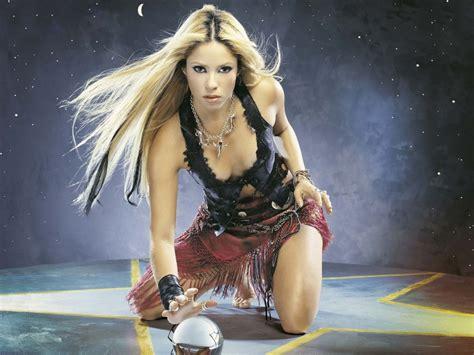 Shakira Gamis free wallpapers shakira wallpapers shakira singer