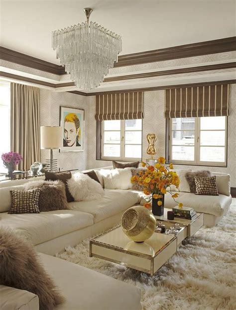 the place luxury suite apartments glam lifestyle in d 233 corer les salles et les entr 233 es avec un grand lustre