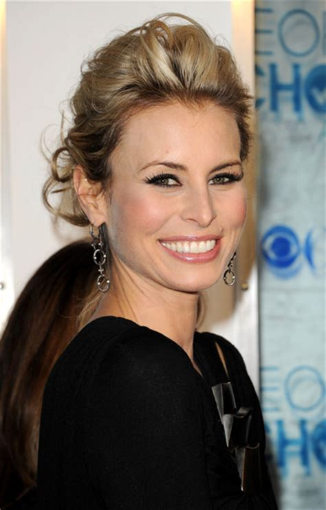 news bytes supermodel niki taylor shows giving blood is niki taylor pictures 2011 people s choice awards
