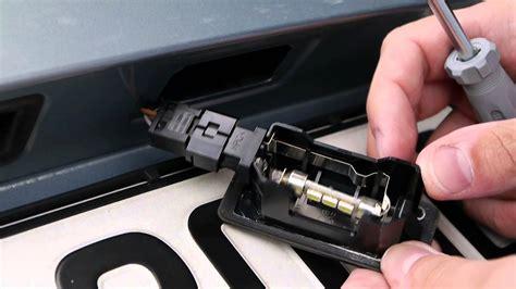 Bmw 1er Cabrio Antenne Wechseln by Kennzeichen Beleuchtung Auf Led Wechseln Bmw E90 Youtube