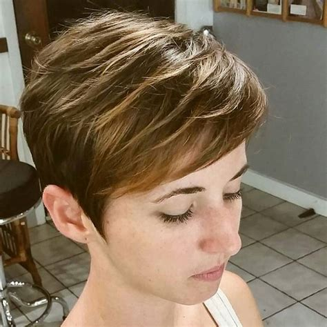 is a pixie haircut cut on the diagonal 20 simple easy pixie haircuts for round faces short