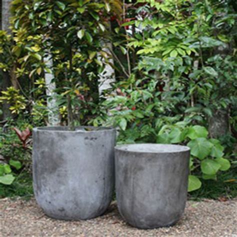 creating a tuscan theme with garden pots and planters