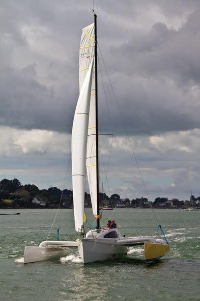 trimaran review boat review by multihulls world of trimaran tricat 30