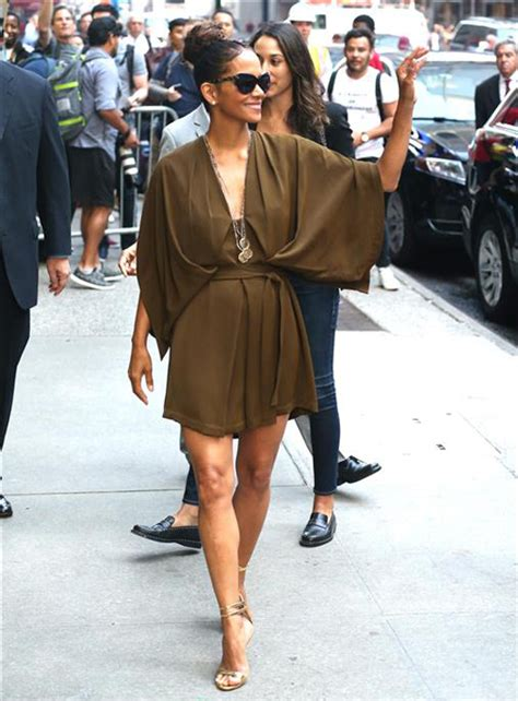 Style Halle Berry by Style File Halle Berry Hits The Sidewalks Of Ny In