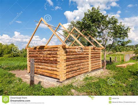costruzioni dalla casa costruzione della casa di legno bagno in villaggio