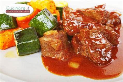 cucinare carne di cavallo spezzatino di cavallo con contorno di verdure cucinare it