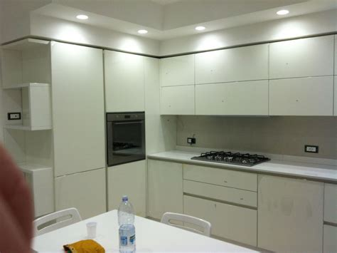 controsoffitte moderne cucina cartongesso un design moderno ed e dotata di