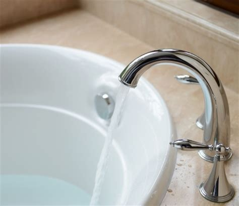 bathtub leaking faucet how to fix a bathtub faucet leak