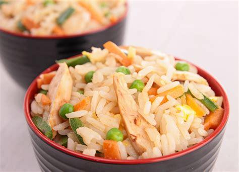 cucinare thailandese riso fritto con pollo alla thailandese ricetta