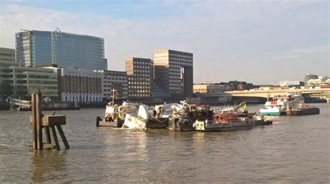 thames river cruise sinking sinking 40 tonne party boat made stable on thames london