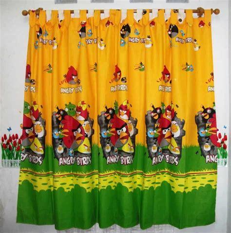 Kain Gordyn Gorden Seprei Sprei jual sprei gorden bedcover motif angry bird kuning pasarsemarang