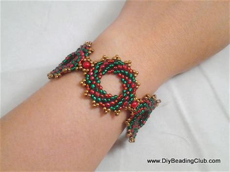 Handmade Jewelry Club - diy beading wreath bracelet