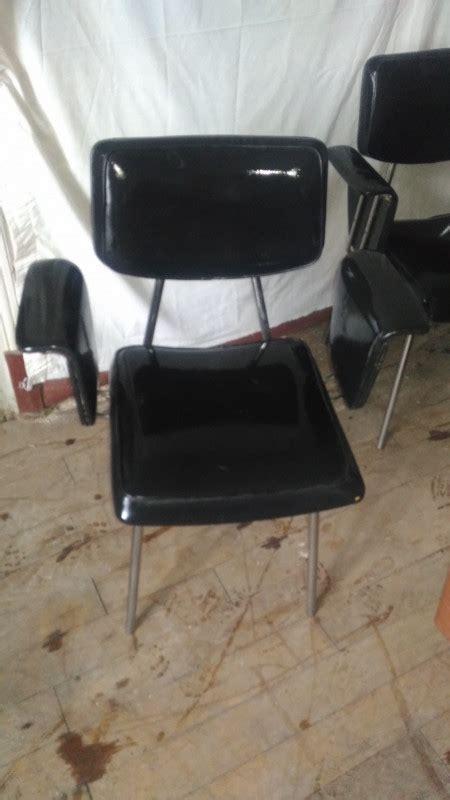 fauteuil skai noir vintage fauteuil en skai noir vintage les vieilles choses