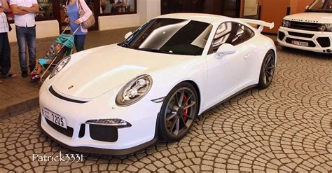 porsche dubai quot hazard quot porsche 911 gt3s spotted at the mall in