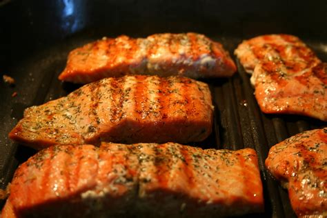 janis cooks grilled salmon with quionoa salad and hericot