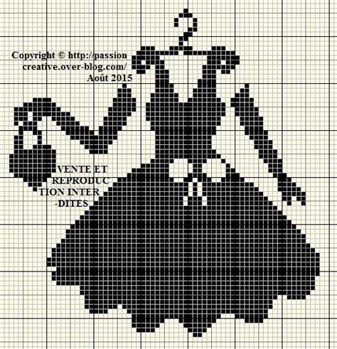 Dot Pattern Note La Noire | grille gratuite point de croix une petite robe noire 2