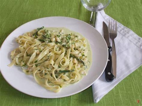 come cucinare le tagliatelle tagliatelle gamberetti e asparagi tagliatelle