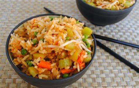 membuat nasi goreng biasa yang enak resep membuat nasi goreng bomanta