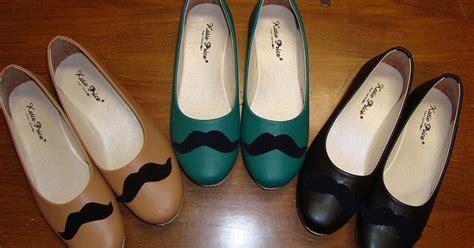 Flatshoes Kumis Merah Jinten Shop Mustache Shoes Sepatu Kumis