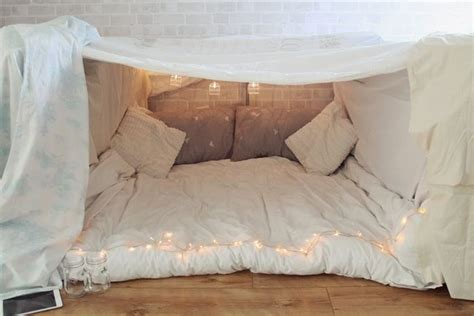 How To Make Up A Bed With A Duvet 25 Best Ideas About Blanket Forts On Pinterest Awesome