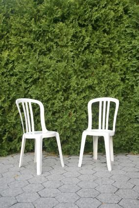 Cleaning Plastic Chairs Outside - how to clean white plastic deck chairs cleaning tips