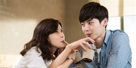 film cinta wanita lebih tua lee jong suk 5 aktor pria korea yang paling bikin wanita