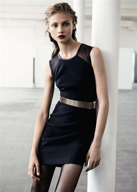 como decorar un traje de baño negro vestidos negros de moda para fiesta