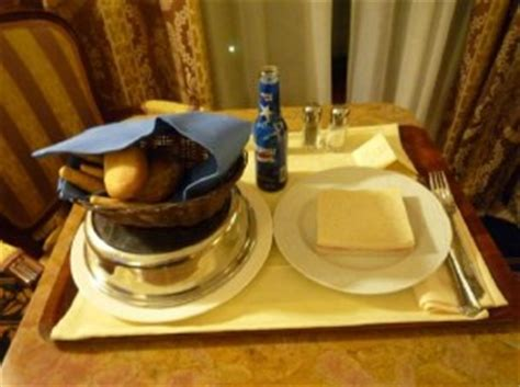 In Room Dining Service by Food And Beverage In Room Dining Delivery