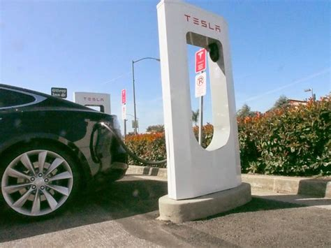 Tesla Supercharger Voltage Ev Dc Fast Charging Standards Chademo Ccs Sae Combo