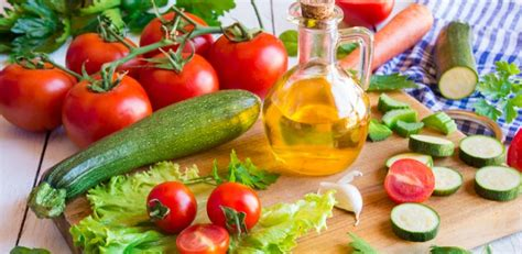 alimentos que reducen el acido urico c 243 mo bajar el 225 cido 250 lista de alimentos que lo reducen