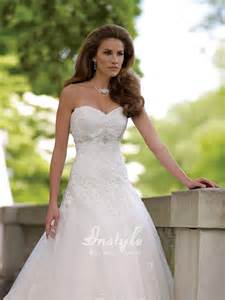 Lace appliqu 233 s tulle a line wedding gown uk with strapless sweetheart