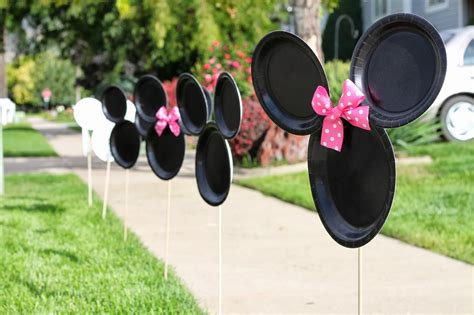 Handmade Minnie Mouse Decorations - minnie mouse birthday platters of posies