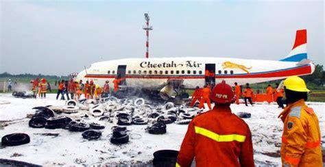 Pesawat Terbang Komersial penyelamatan pesawat terbang komersial foto 1 2418