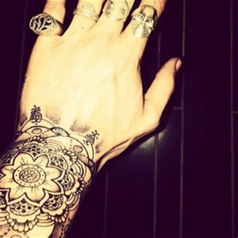 tattoo zayn hand one direction s zayn malik unveils new flower design wrist