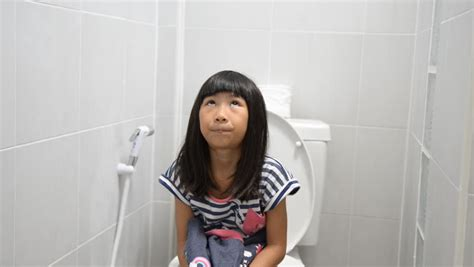 teen public toilet pessing asian girl using toilet at home 動画素材 11994785 shutterstock