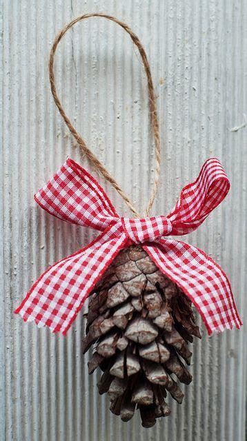 diy corona de pinas de pinosjpg las 25 mejores ideas sobre adornos navide 241 os para puertas
