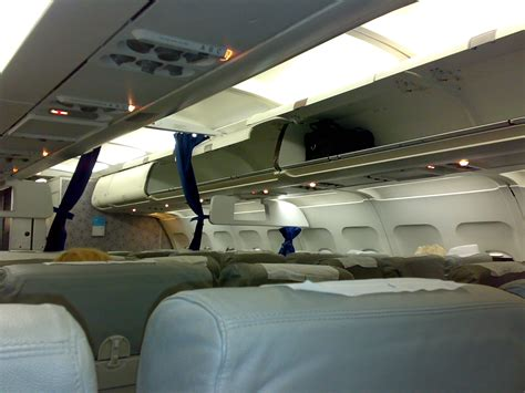 airbus a320 cabin file hellas jet a320 cabin interior jpg wikimedia commons