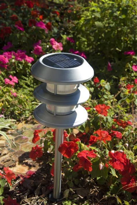 how do solar lights work wonderopolis