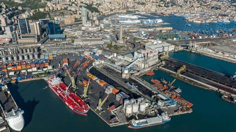 porto di genova associazioni e sindacati contro attese nel porto di genova