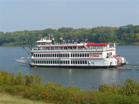 cruise the mississippi river to experience iowa s natural - Mississippi River Boat Dinner Cruises Iowa