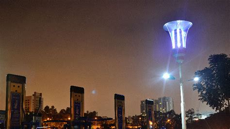 are mosquitoes attracted to uv light streetlights that can recharge your phones kill