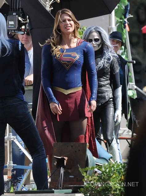 new supergirl the flash crossover set pics feature a