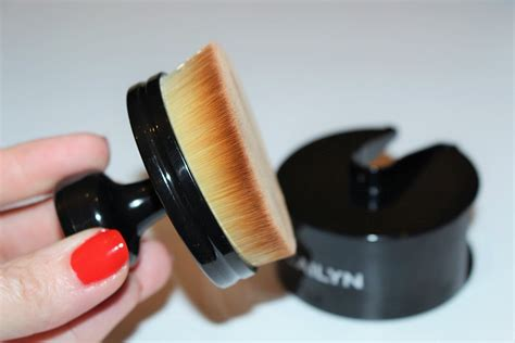 Review Mojo Cosmetics 4 by Cailyn Cosmetics O Circle Brush Review Really Ree