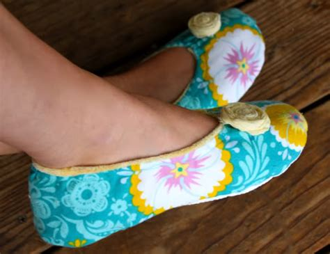 How To Make Handmade Slippers - how to make fabric slippers with free pattern pretty prudent