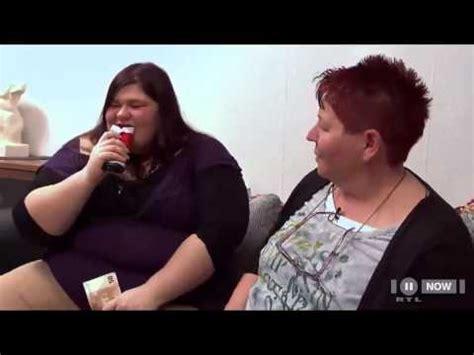 Decke Klauen by Dicke Frau Frisst Schokolade Mit Folie