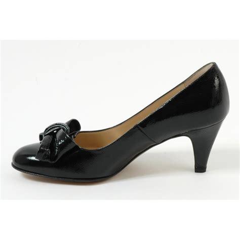 kaiser phillis mid heel court shoes in black patent