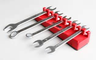 magnetic wrench holder holds 10 wrenches